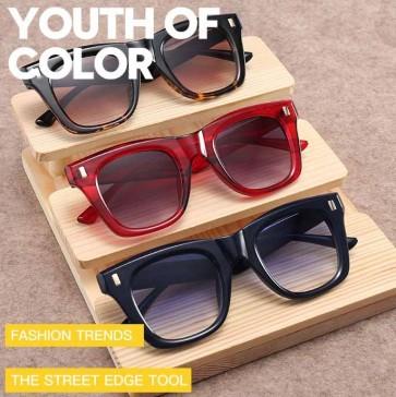 Chic Rivets Embellished Bold Rim Rectangle Sunglasses