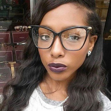 Distinct oversized cat eye glasses high pointed corners