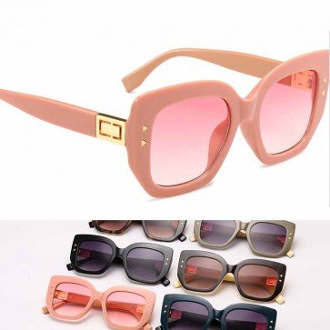 High pointed tip thick frame oversize cat eyed shades