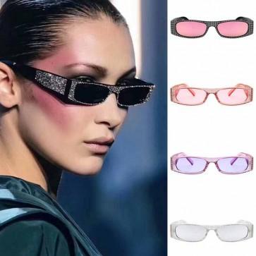 Retrospective cat eye sunglasses with fashionable dots