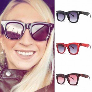 Chic Rivets Embellished Bold Rim Rectangle Sunglasses