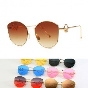Geometric cat-eye sunglasses retro feel tailored look