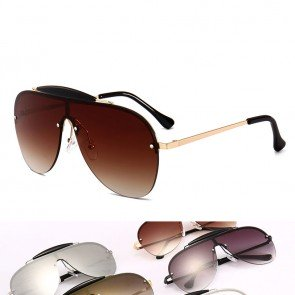 Modern style curved pilot induces sunglasses envy