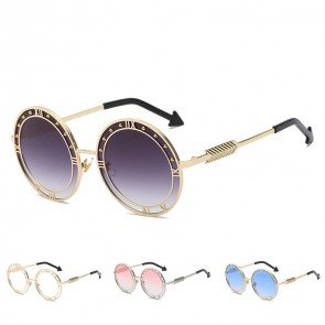 Round Sunglasses with Roman Letters and Cool Rivets