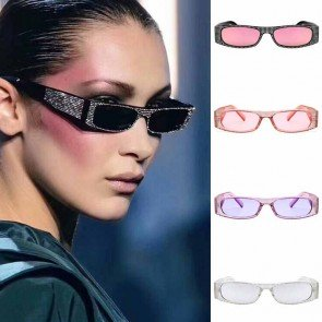 Retrospective cat eye sunglasses with fashionable dots