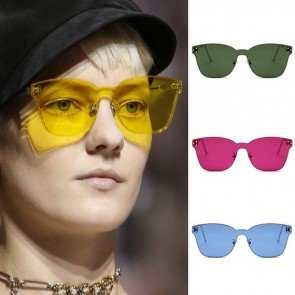 Modern style curved rectangle induces sunglasses envy