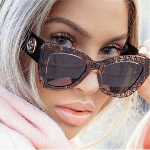 Over size bold shades curved legs cat eye sunglasses