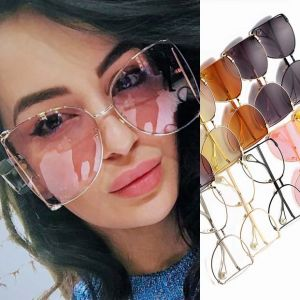 Oversize modern see-through lens shades pearl leg tips